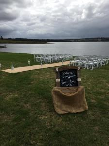 outdoor-ceremony-lake