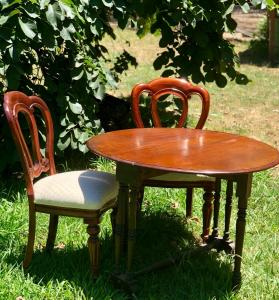 antique-signing-table