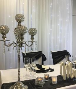 elegant-bridal-table-setting